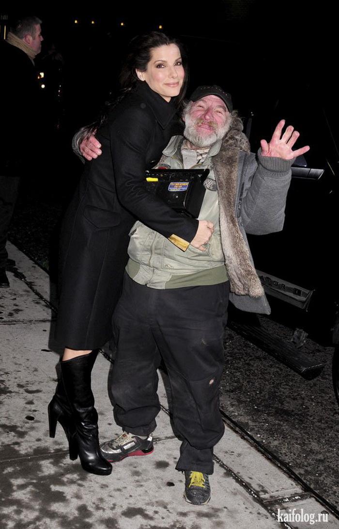 Сандра Буллок обнимает бездомного бомжа