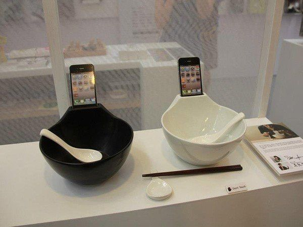 Тарелка с телефоном